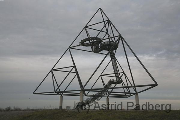 Tetraeder mit Aussichtsplattformen