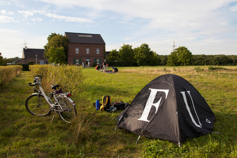 Camping im Zelt von Ai Weiwei
