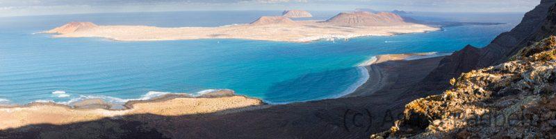 Blick auf den Playa de Risco und La Graciosa