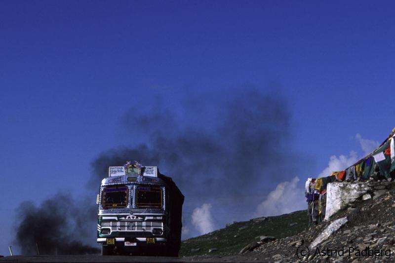 Lkw bei der Überquerung des Rothang-La
